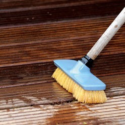 exterieur-terrasses-bois-entretenir-et-proteger-bois-6764-p2-l248-h248-c